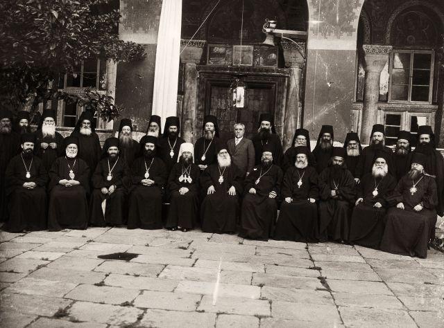 Η Πανορθόδοξη Συνδιάσκεψη (Προσύνοδος) επί πατριαρχίας Φωτίου Β΄ στην Μονή  το 1930.