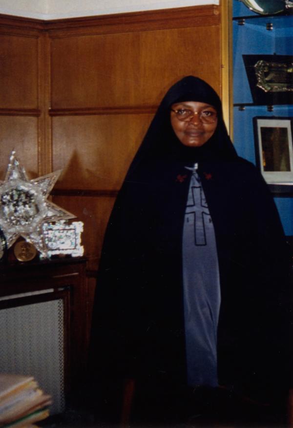 Moniale ama mwenyekudjitolea kwa Kristu (soeur) Thecla Namulej Mwin-kwa Mpemb. Alipataka kipawa la moniale mwaka 1988 na mkono ya Mweshimiwa Mkubwa Mzee Paoulo wa ku Rodo,lakini ku monasteri ya Bikira Maria pale Kalymnu.Sawa Mukatangezi-wa Kongo yeye ni Mwaafrika wa kwanza kupata hii kipawa.Anakaa Kolwezi na polelpole atakokota wabinti karibu naye.