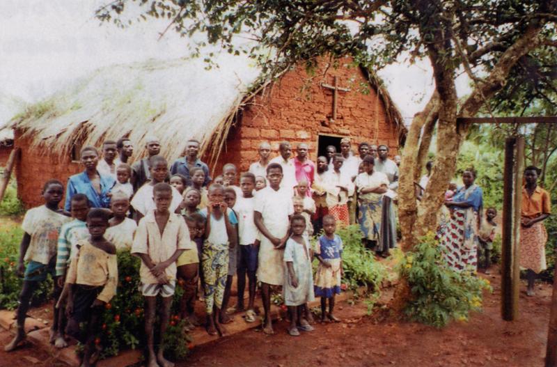 Watafutadji la Imani La Kweli walianza kujenga makanisa ya udongo na mamasomo kwa sababu hawa kukuwe na saidizo