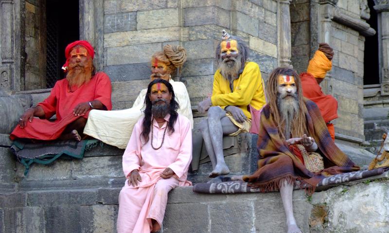 Οι ινδουιστές Aghoris, σύγχρονοι κανίβαλοι, που τρώνε τα απομεινάρια των αποτεφρωμένων σωμάτων