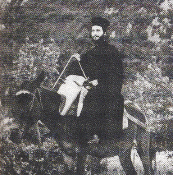 Ο Γέροντας Αιμιλιανός μετά την χειροτονία τον σε πρεσβύτερο το 1961 εγκαταβίωσε στην Ιερά Μονή Αγίου Βησσαρίωνος Δουσίκου. Στην φωτογραφία ο Γέροντας στο Δούσικο.