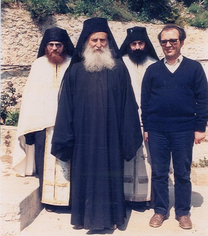 Ο Γέροντας Ιωσήφ με τους νυν Μητροπολίτη Λεμεσού κ. Αθανάσιο και Καθηγούμενο της Μονής Βατοπαιδίου αρχιμ. Εφραίμ στην Νέα Σκήτη το 1984