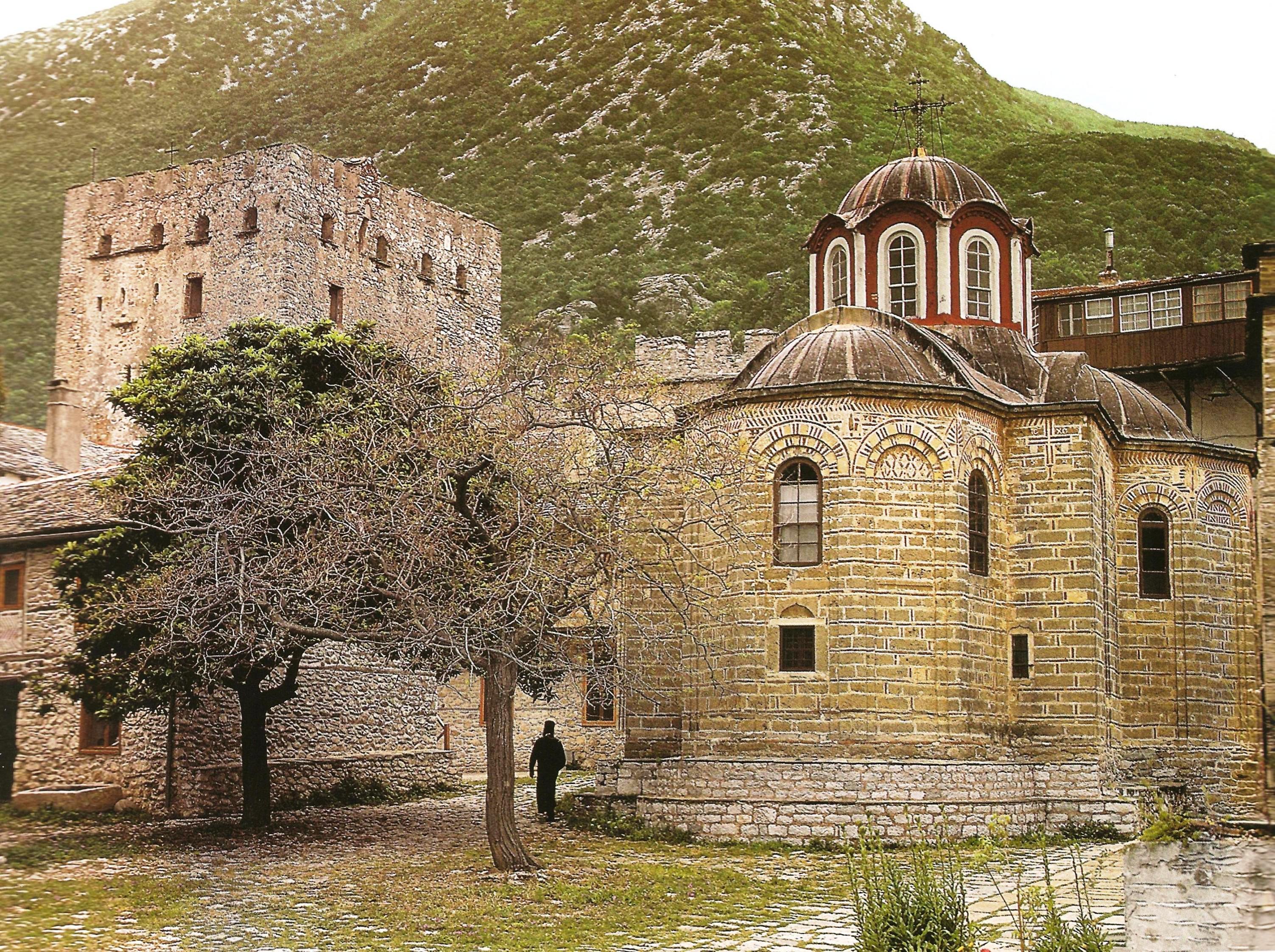 Ο ναός της Κουκουζέλισσας και ο πύργος ο λεγόμενος «του Τσιμισκή». The chapel of Panaghia Koukouzelissa and the so-called tower ''of Tsimiskis''.