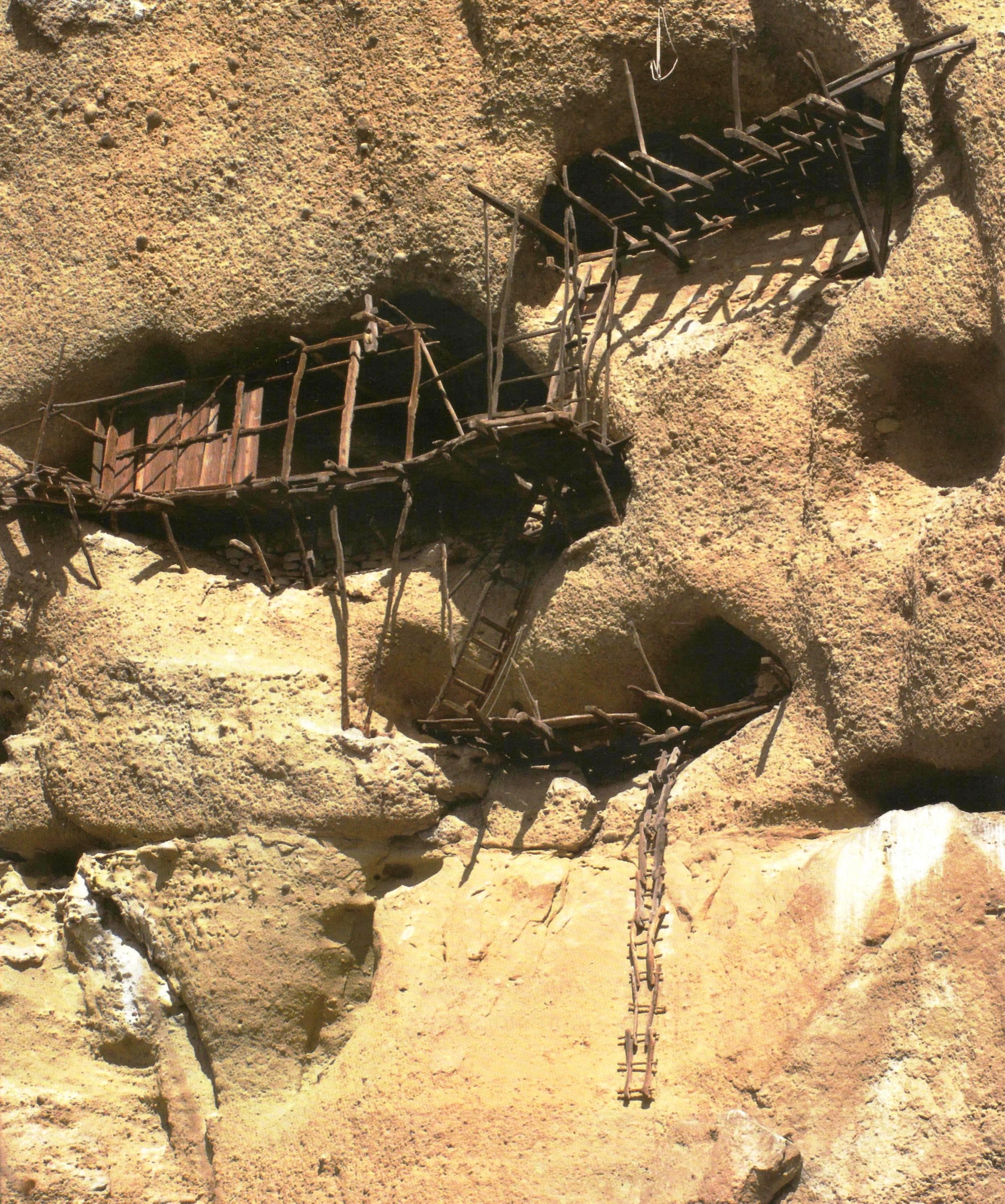Ασκητήρια ερημιτών στους μετεωρίτικους βράχους.