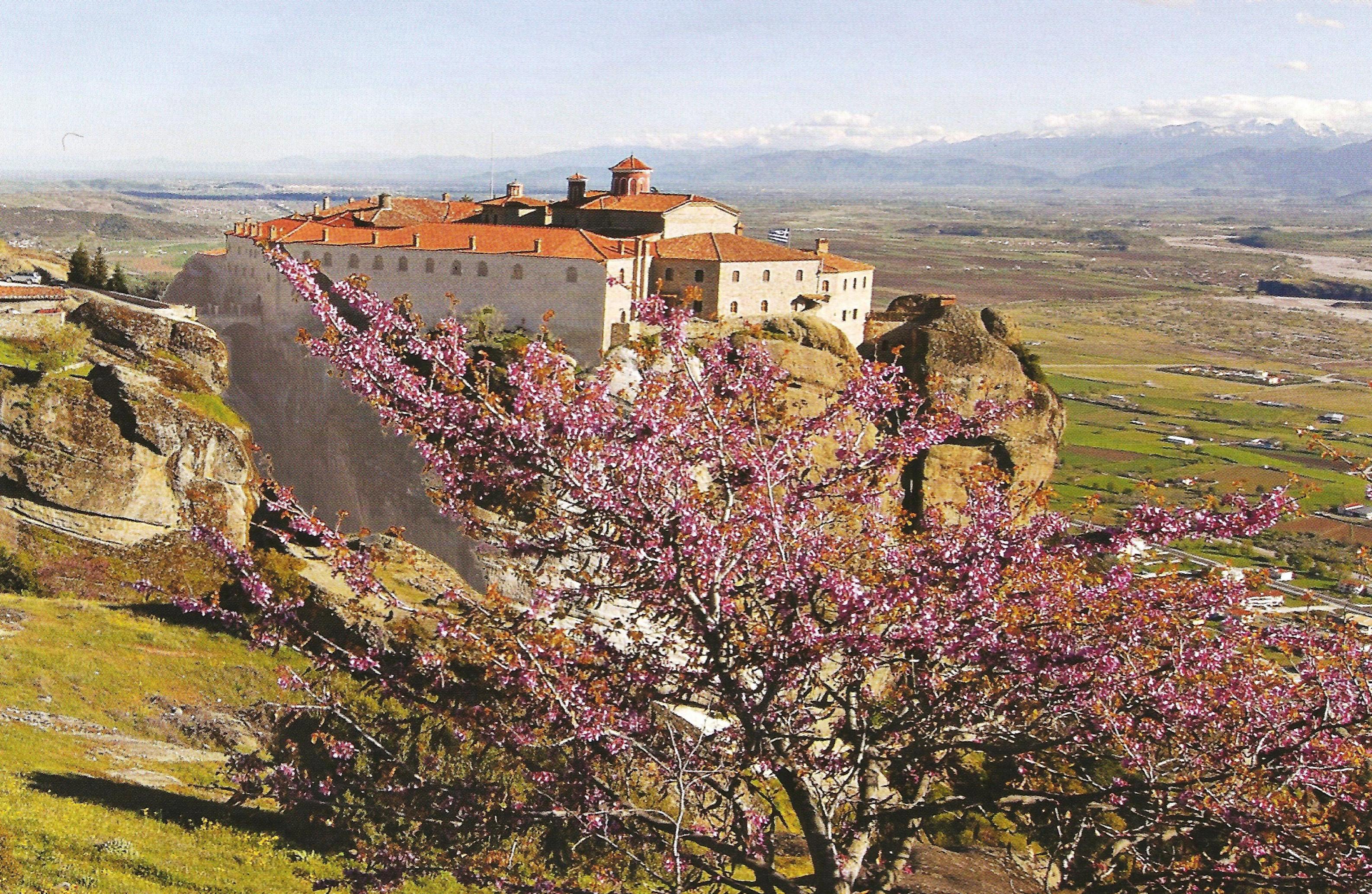 Η Ιερά Μονή Αγίου Στεφάνου λειτουργεί από το 1961 ως γυναικείο μοναστήρι.