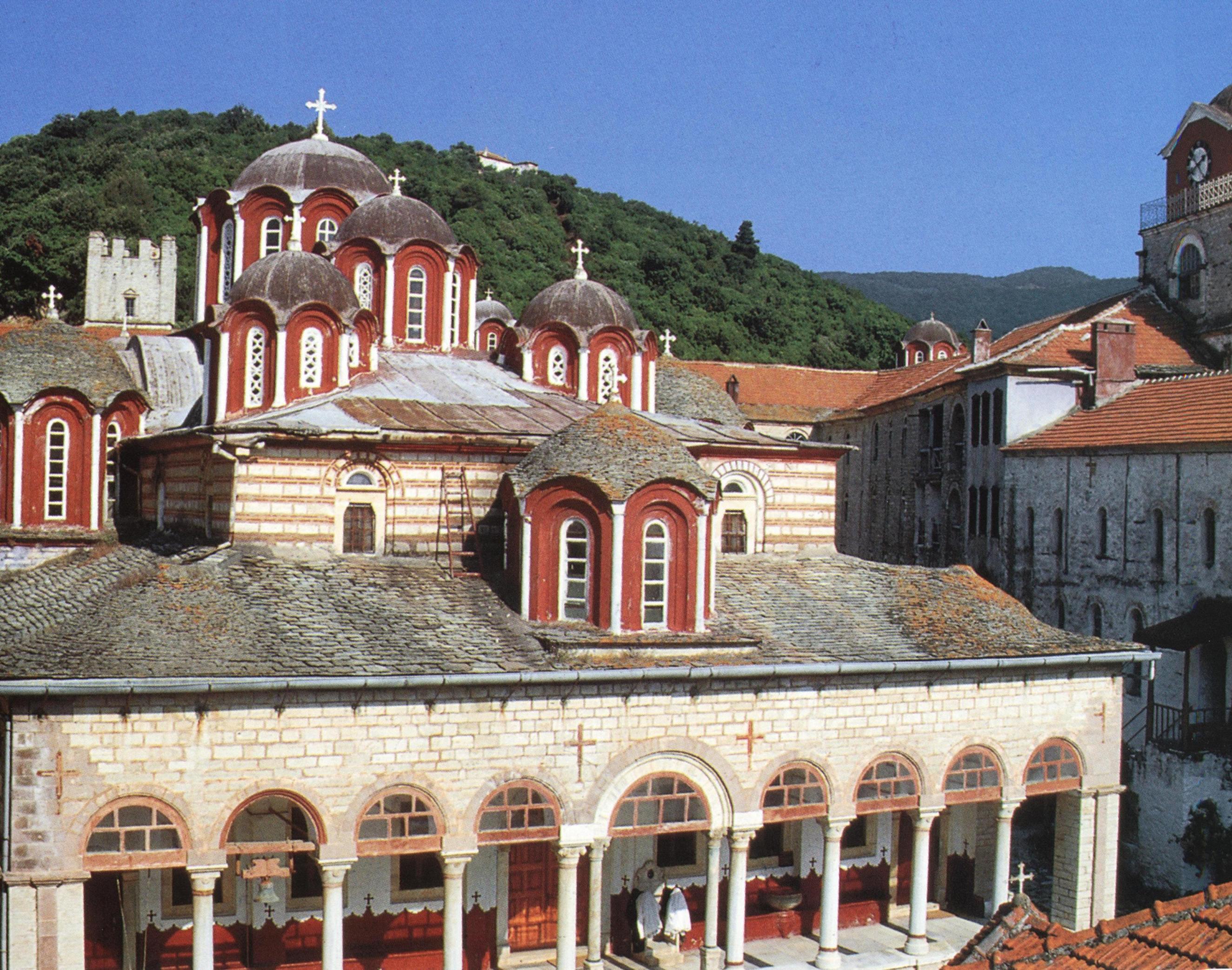 Το καθολικό και το κωδωνοστάσιο από τα βορειοδυτικά. The katholikon and bell-tower from the northwest.