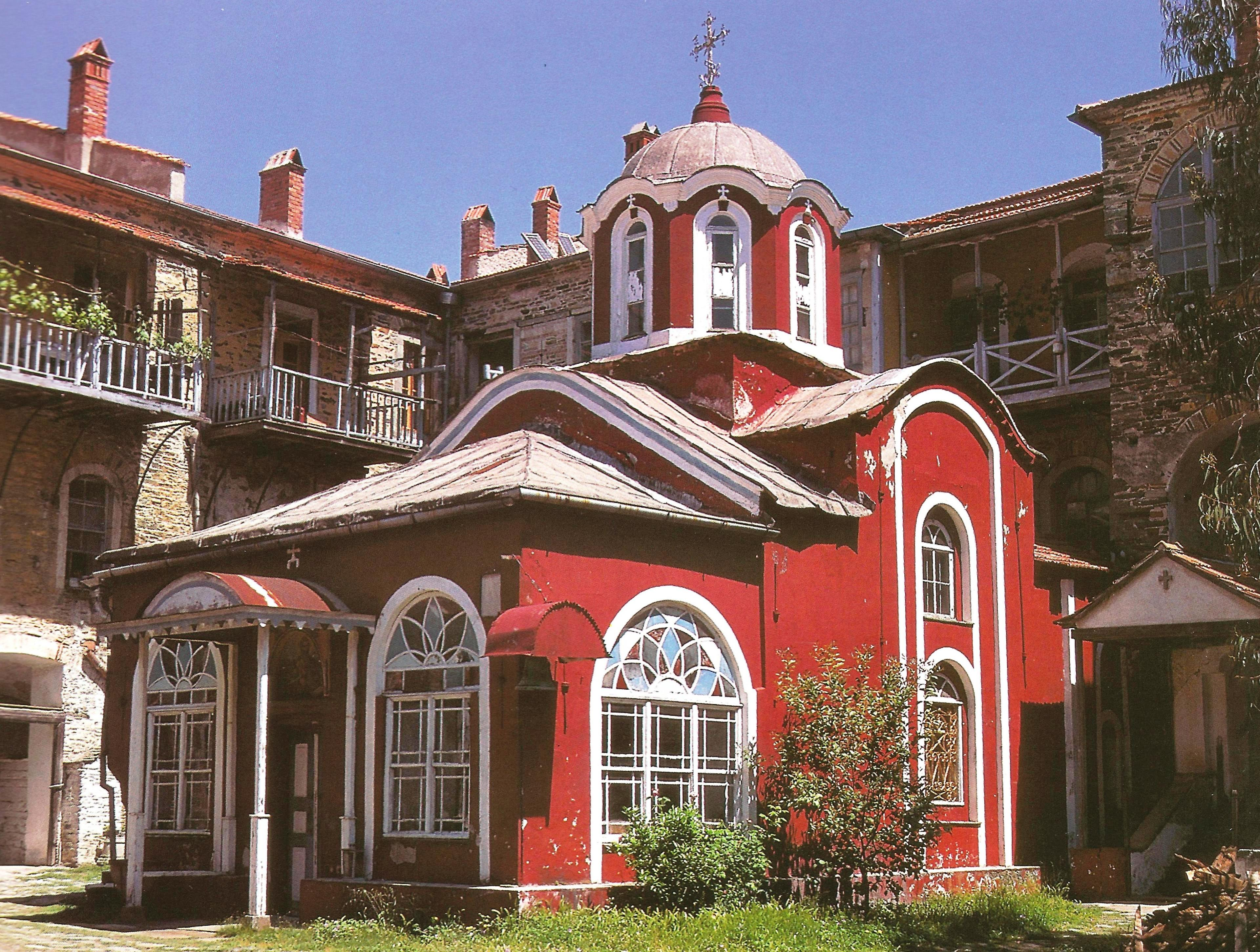 Το παρεκκλήσιο της Πορταΐτισσας στην Ιερά Μονή Ιβήρων. The chapel of the Portaitissa.