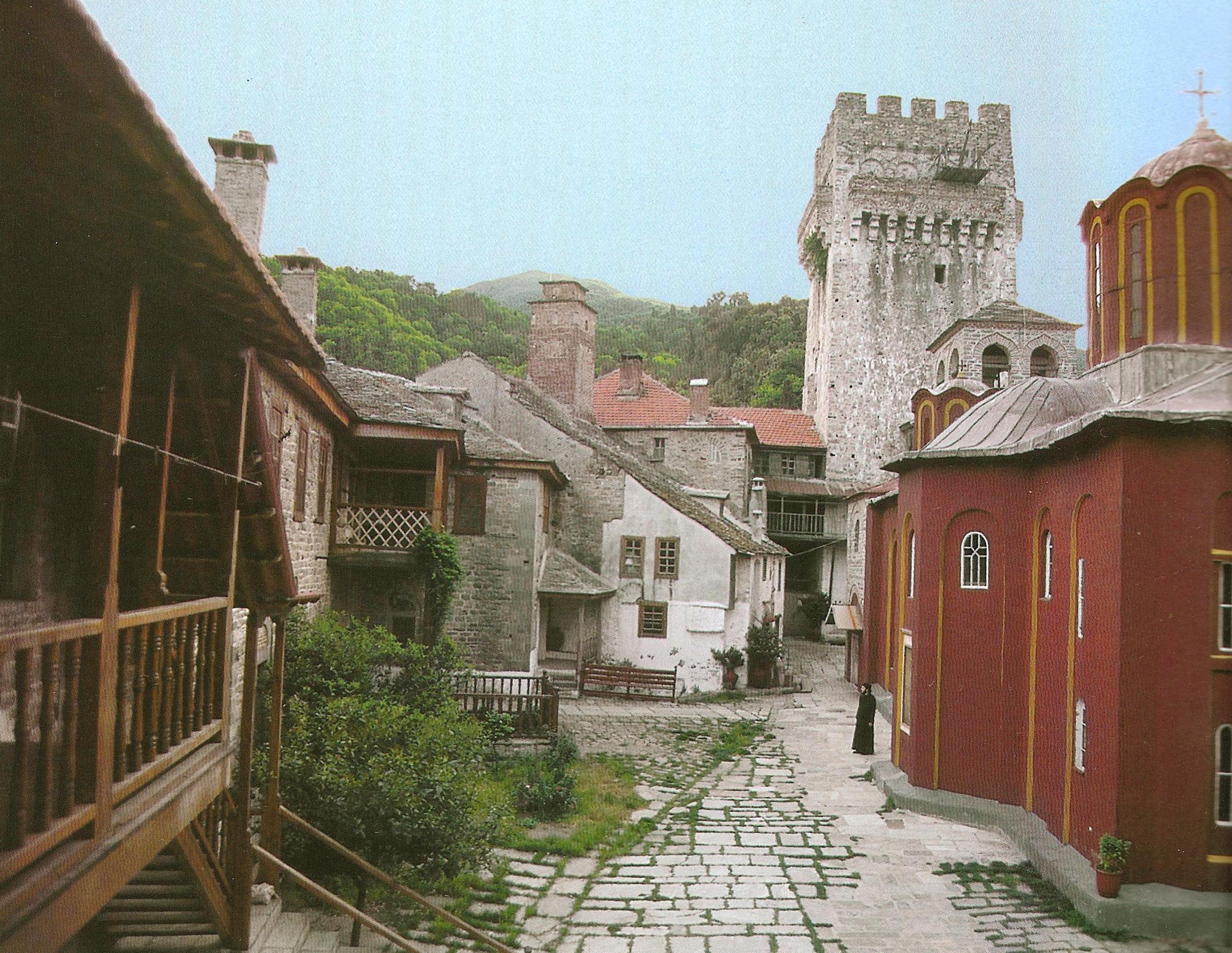 Το καθολικό, το κωδωνοστάσιο, ο πύργος και η νότια κόρδα. The katholikon, the bell-tower, the tower and the south range.