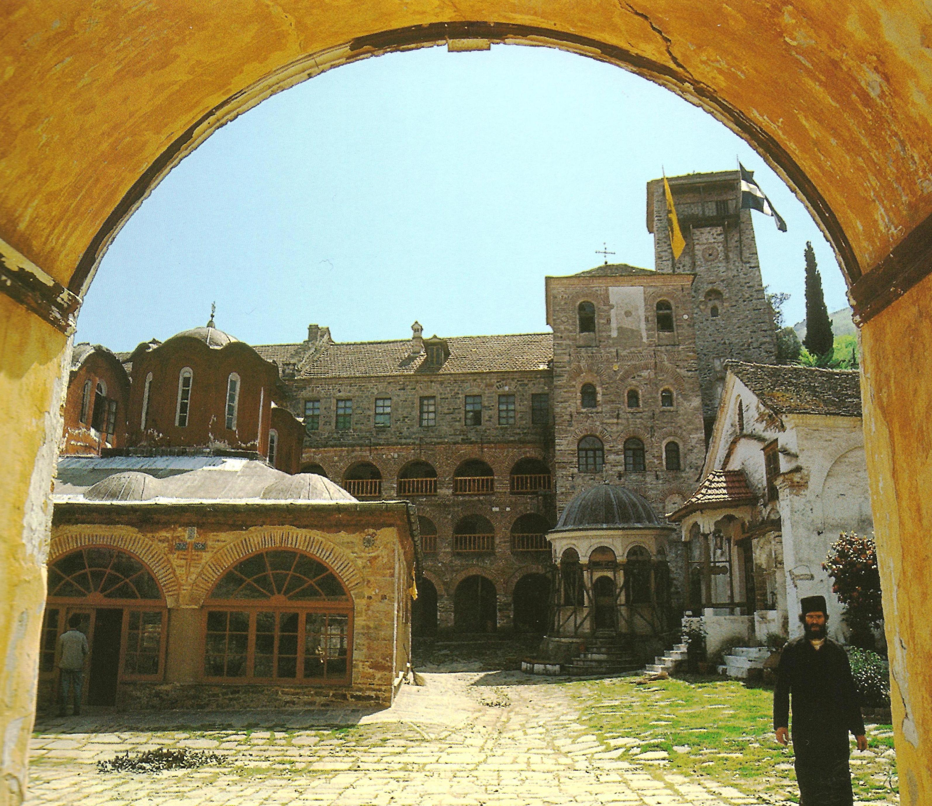 Η Ιερά Μονή Κουτλουμουσίου. Εσωτερική άποψη από την  Πύλη της Μονής. Holy Monastery of Koutloumousiou. Internal view from the Gate of the Monastery.