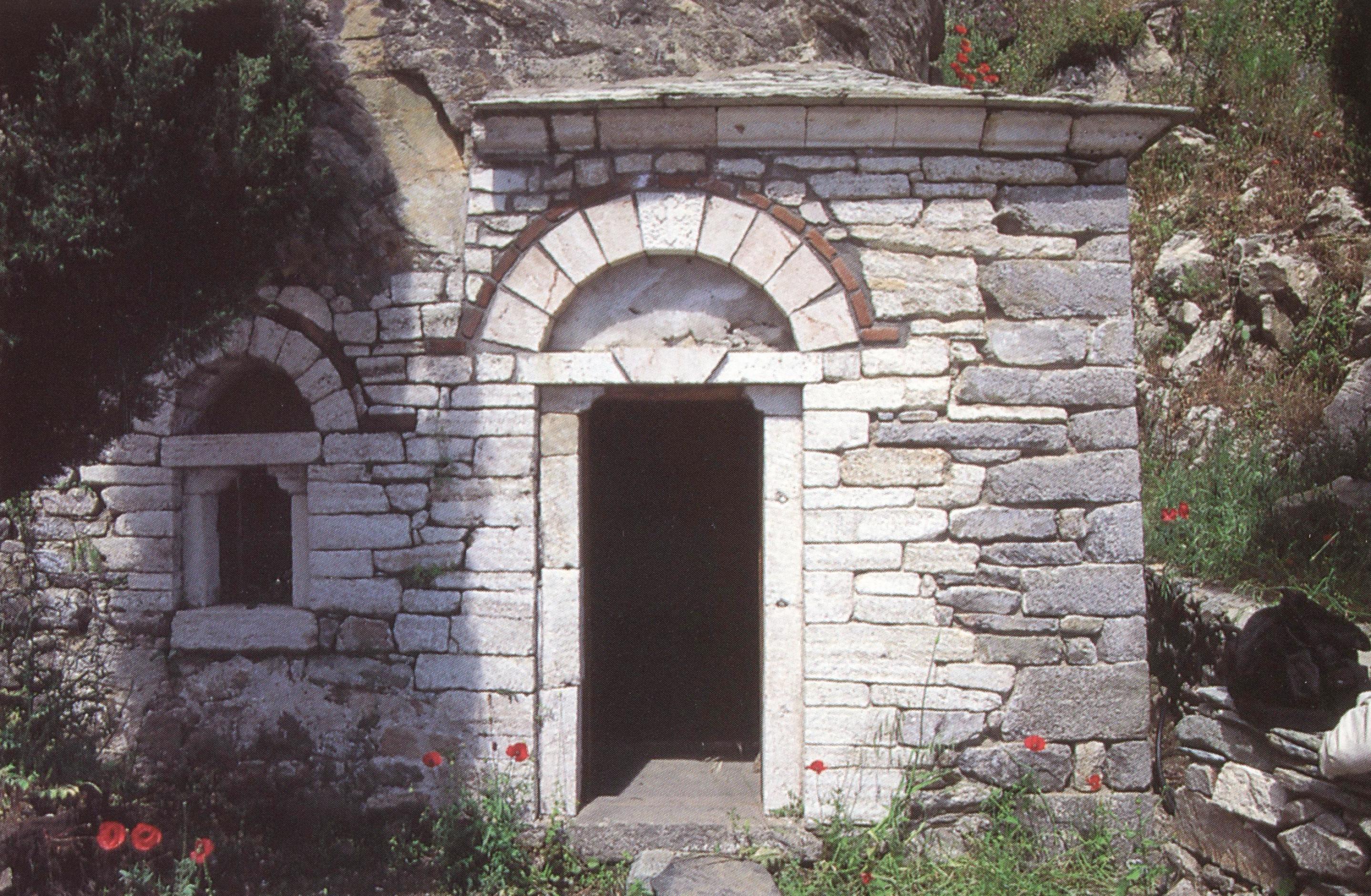 Το σπήλαιο του αγίου Σίμωνος. St Simon's cave.