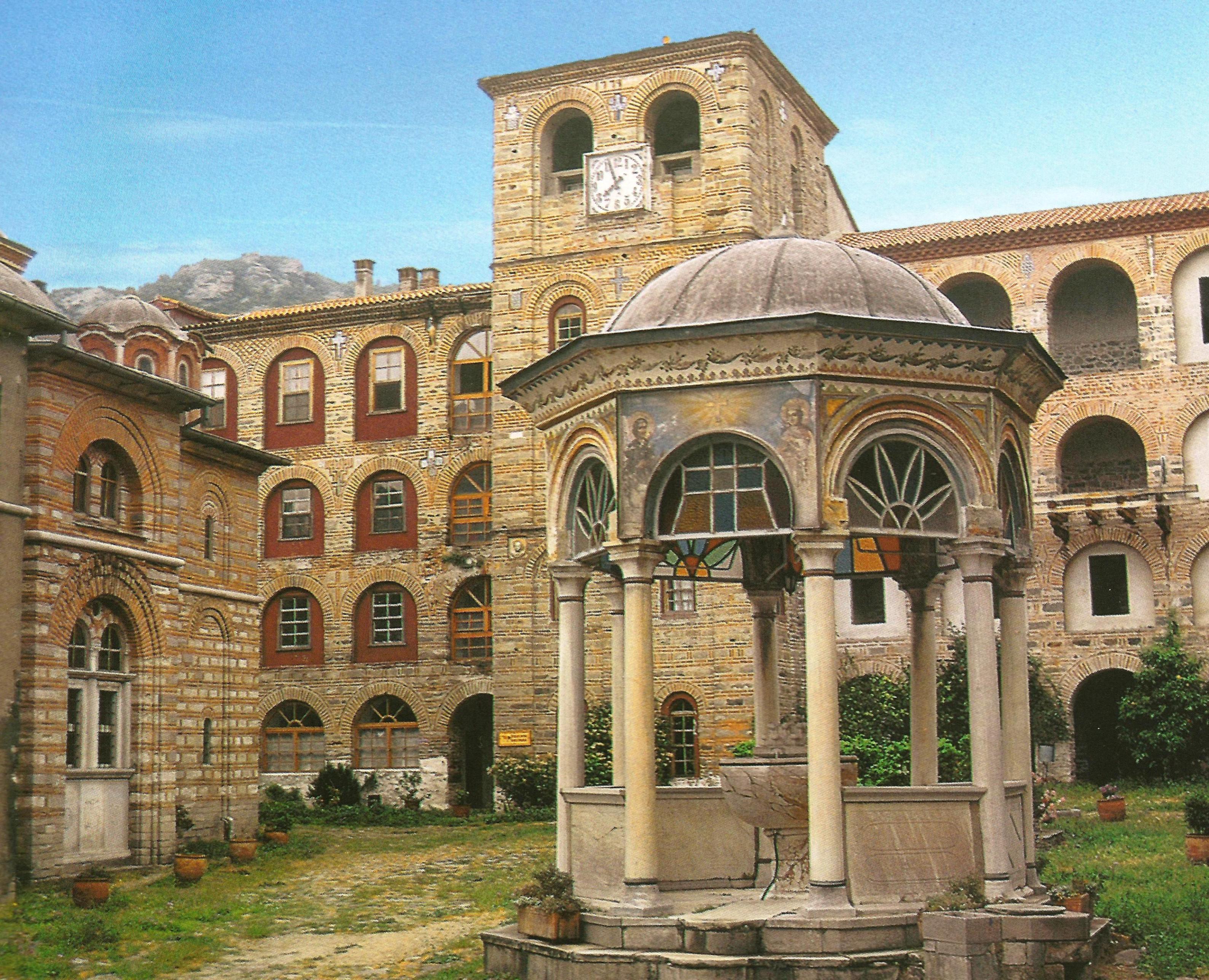 Η Ιερά Μονή Ξηροποτάμου. Εσωτερική άποψη. Holy Monastery of Xeropotamou. Internal view.