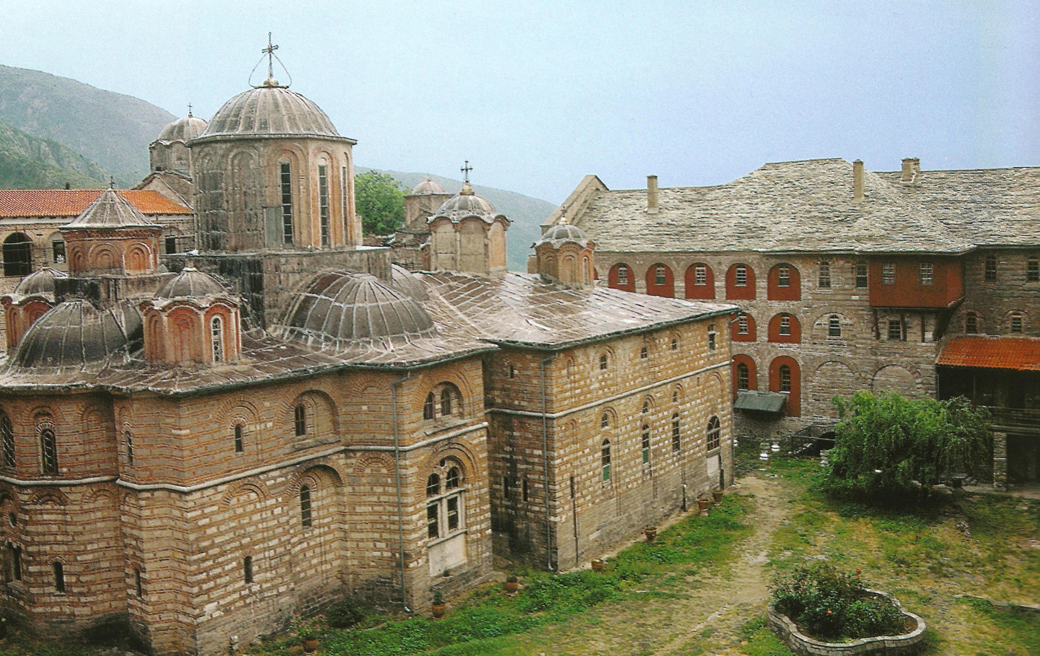 Βορειοανατολική άποψη του καθολικού. The katholikon from the northeast.