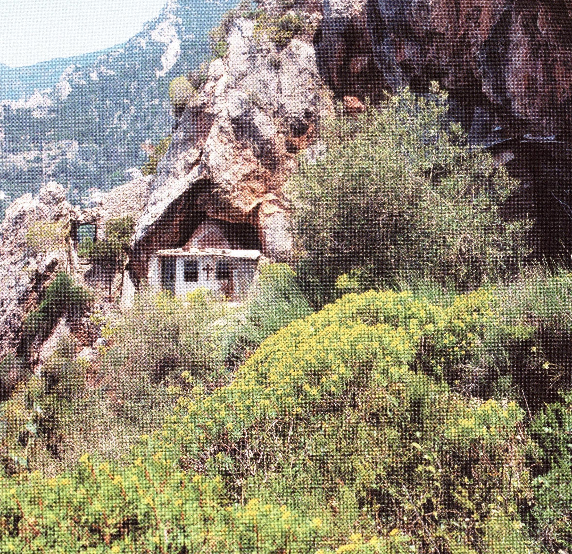 Ο Ιερός Ναός του Τιμίου Προδρόμου στην σπηλιές της Μικράς Αγίας Άννας.