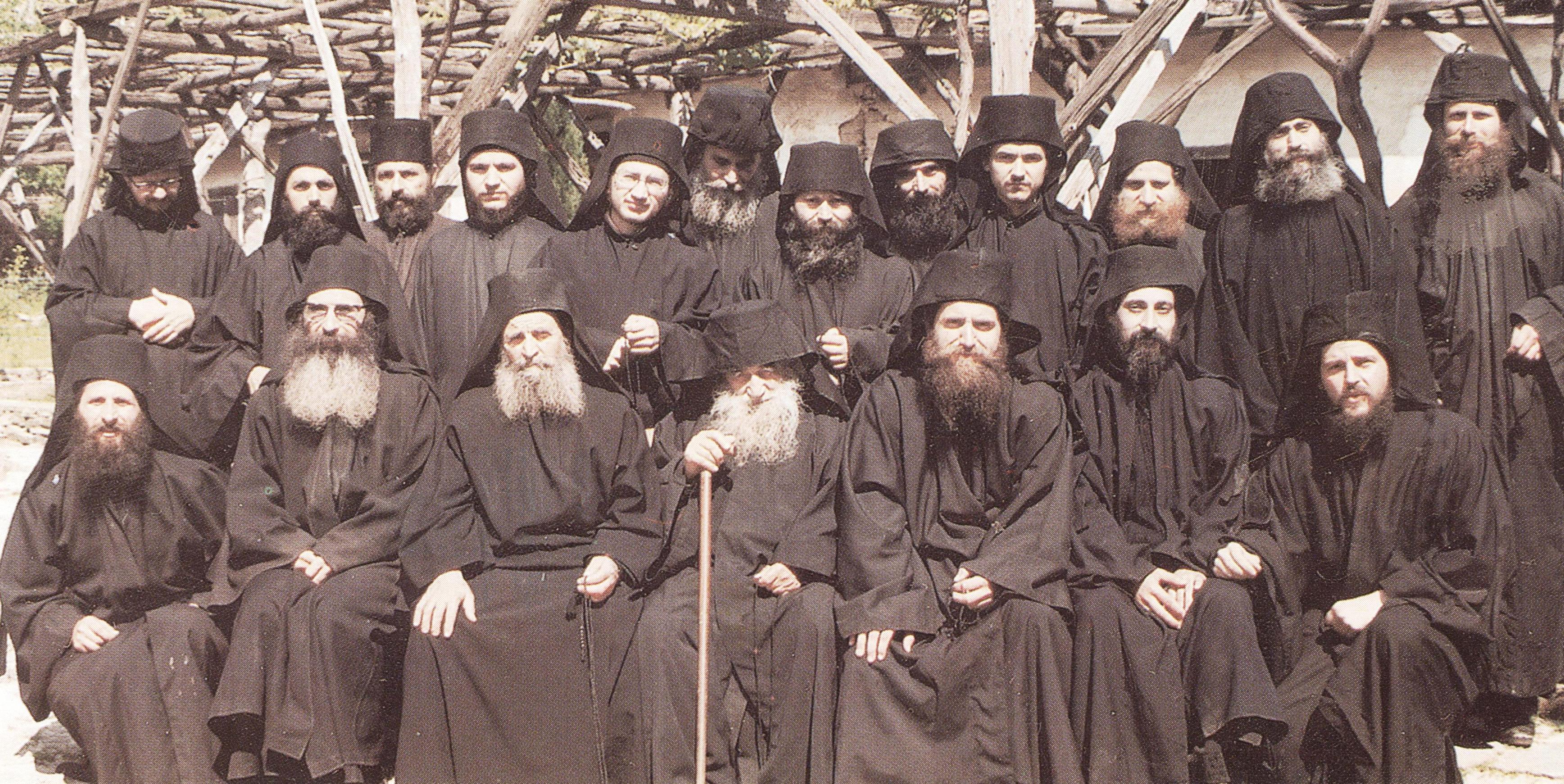 Η συνοδεία του Γέροντος Αρσενίου του Ησυχαστού στο παρά τις Καρυές, Ιερό Χιλανδαρινό Κελλίο Αγίου Νικολάου, Μπουραζέρι, κατά την περίοδο 1967-1979.