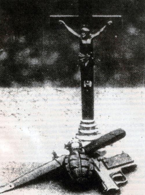 """«Στο όνομα του σταυρού, του πιστολιού και του ξίφους, το συμβόλαιο της ορκωμοσίας των Ούστασι, το Κίνημα της Κροατίας θα αγωνιστεί και θα νικήσει», αναφέρεται στην εφημερίδα των Ούστασι """"Hrvatski Dnevnik"""" 25.06.1941"""