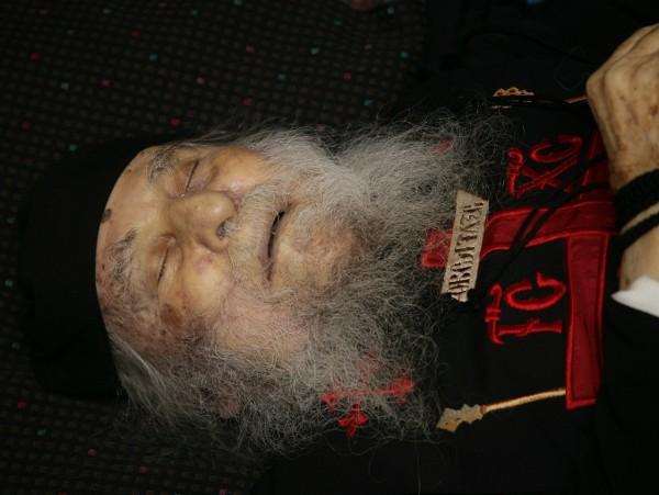 Почему закрывают лицо у покойника