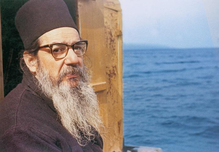 http://www.diakonima.gr/wp-content/uploads/2011/01/geron-theoklitos-dionysiatis.jpg