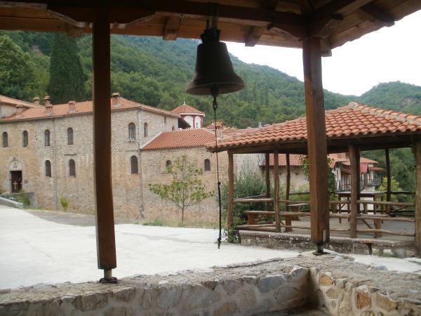 Ιερά Μονή Αγίου Βησσαρίωνος Δουσίκου..Εδώ φυλάσσεται η τιμία Κάρα του Αγίου Βησσαρίωνος...ΕΙΚΟΝΕΣ