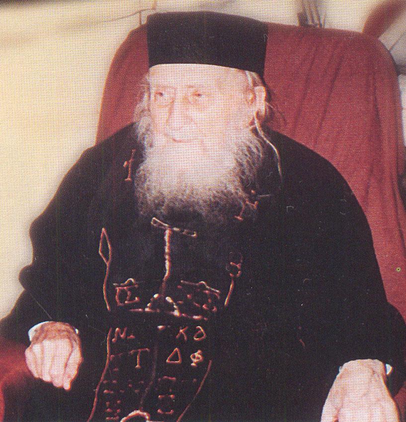 """Ο Γέροντας Σωφρόνιος. Φωτογραφία από το περιοδικό """"Πεμπτουσία"""" της Ιεράς Μεγίστης Μονής Βατοπαιδίου."""