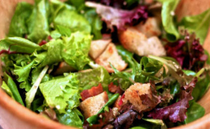 20101130-dt-bistro-salad-with-bacon-croutons-and-garlic