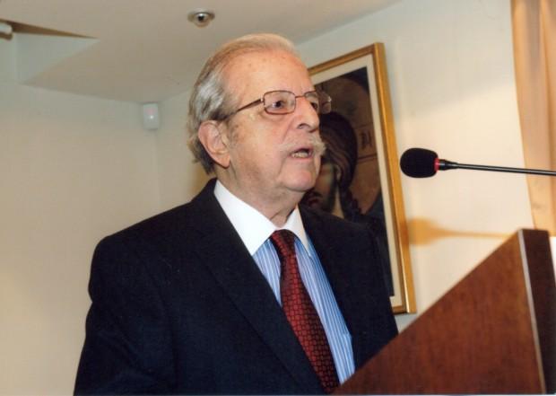 Антоний-Эмиль Н. Тахиаос Заслуженный профессор Университета Аристотель, Фессалоники Член-корреспондент Афинской Академии