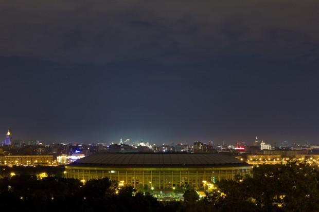 ΤΟ ΣΤΑΔΙΟ LUZHNIKI. Είναι το μεγαλύτερο και το πιο διάσημο στάδιο της Ρωσίας, με συνολική χωρητικότητα του 89.318 θέσεις. Το γήπεδο αποτελεί μέρος του Ολυμπιακού Συγκροτήματος Luzhniki, το οποίο παλαιότερα ονομαζόταν το Κεντρική Στάδιο Λένιν. Το όνομα Luzhniki προέρχεται από τα πλημμυρισμένα λιβάδια στην καμπή του ποταμού της Μόσχας, όπου κτίστηκε το γήπεδο. Φωτό: Ιγκόρ Στεπάνοφ
