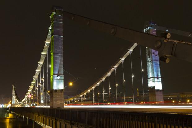 ΓΕΦΥΡΑ KRYMSKY. Η γέφυρα Krymsky ή γέφυρα της Κριμαίας είναι φτιαγμένη από χάλυβα και εκτείνεται 1800 μέτρα πάνω από τον ποταμό Μόσχοβα νοτιοδυτικά του Κρεμλίνου και οδηγεί στον Κήπο των Δακτυλιδιών στην απέναντι όχθη. Φωτό: Ιγκόρ Στεπάνοφ