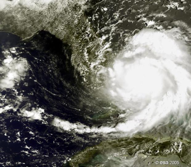 Ο τυφώνας Κατρίνα, όπως φάνηκε από το MERIS Envisat, στα ανοικτά της νότιας Φλόριντα στις 25 Αυγούστου του 2005.