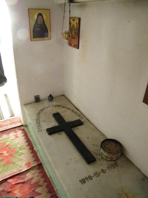 Ο τάφος του Γέροντος Ιωσήφ του Ησυχαστή
