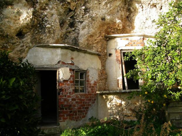 Τα σπήλαια των δύο γερόντων Ιωσήφ και Αρσενίου στην Νέα Σκήτη, Άγιον Όρος