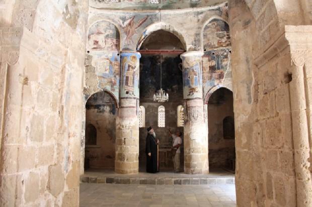 Το  εσωτερικό του ναού του Χριστού του Αντιφωνητή