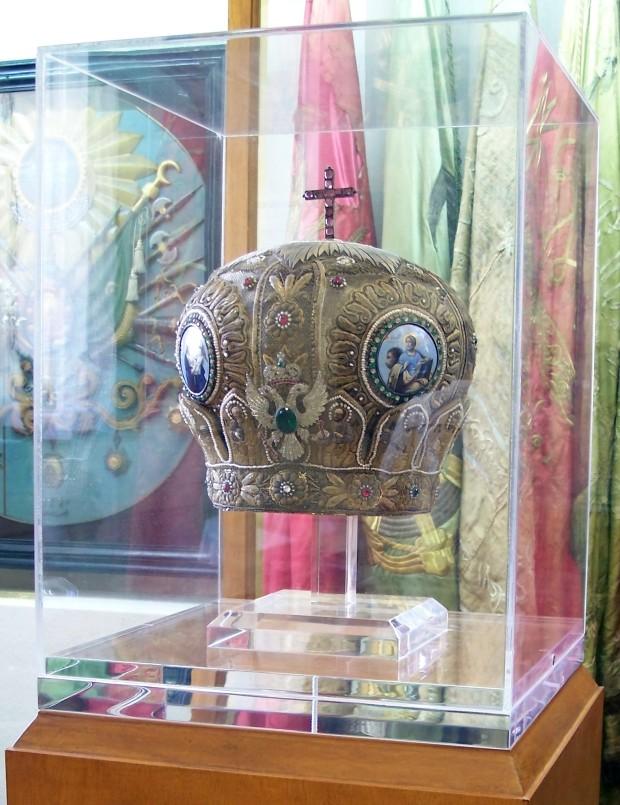 Η μίτρα του Χρυσοστόμου Σμύρνης. Εθνικό Ιστορικό Μουσείο, Αθήνα