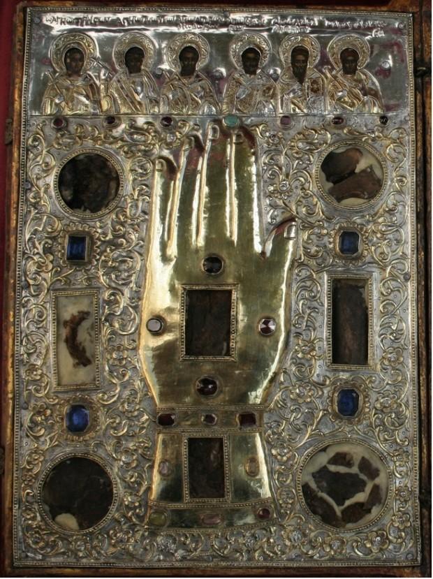 Λείψανα των Αγίων Μαρτύρων Τρύφωνος, Γεωργίου, Θεοδώρου Τήρωνος, Ελευθερίου, Χαραλάμπους και Παρασκευής.