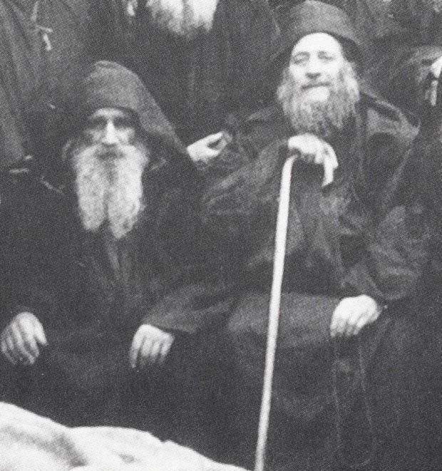 Ο μακάριοι Γέροντες Αρσένιος (αριστερά) και Ιωσήφ (δεξιά) οι Σπηλαιώτες και Ησυχαστές, οι για σαράντα χρόνια αχώριστοι συνασκητές. Λεπτομέρεια μεγαλύτερης φωτογραφίας.