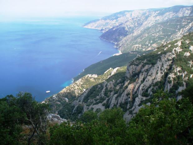 Από τον Άθωνα κατεβαίνοντας προς Αγία Άννα: Πηγή:nzals.blogspot.gr