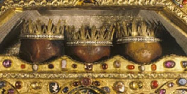 Οι κάρες των Τριών Μάγων. Βρίσκονται σε ειδική λάρνακα λειψανοθήκη στον Καθεδρικό Ναό της Κολωνίας (Γερμανία).