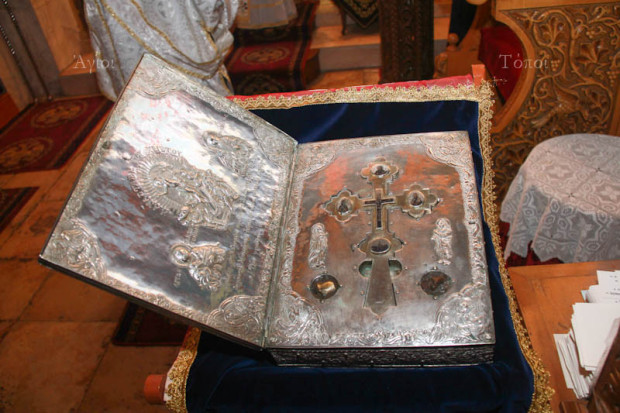 Τεμάχιο του ιερού λειψάνου του ιαματικού Παντελεήμονος