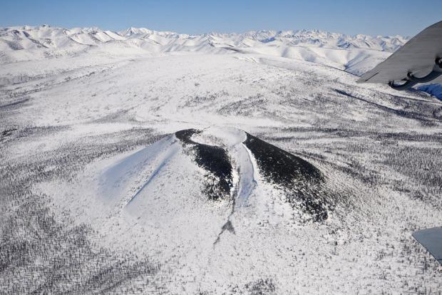 Το ηφαίστειο Μπαλαγκάν-Τας, κοντά στον Αρκτικό Κύκλο, σχηματίζει ένα σχεδόν τέλειο κώνο, με διάμετρο 990 μέτρων. Οι πλαγιές του είναι από βασάλτη και ελαφρόπετρα. Οι γεωλόγοι πάντως δεν είναι σε θέση να καθορίσουν την ηλικία του, ενώ σύμφωνα με ορισμένες έμμεσες αποδείξεις πλησιάζει τα μερικές εκατοντάδες χρόνια. Φωτο:Lori / Legion Media