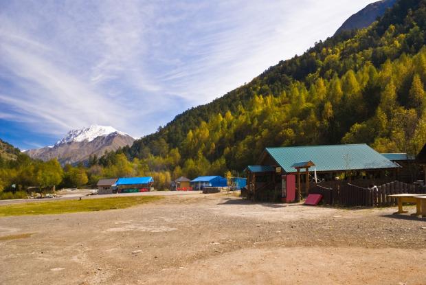 Η Κοιλάδα Ναρζάνοφ στην Καμπαρντίνο-Μπαλκαρία. Ο Καύκασος και η νοτιοδυτική Ρωσία φημίζονται για τα ιαματικά νερά τους. Οι πηγές της Καμπαρντίνο-Μπαλκαρία είναι λιγότερο γνωστές, παρόλο που οι έρευνες έδειξαν ότι το νερό της κοιλάδας Ναρζάνοφ διαθέτει θεραπευτικές ιδιότητες ίδιες με αυτές του νερού σε Πιατιγκόρσκ, Εσεντουκί και Κισλοβόντσκ, τα μέρη όπου πήγαινε να θεραπευτεί η ελίτ της Ρωσικής Αυτοκρατορίας. Φωτο:Lori / Legion Media