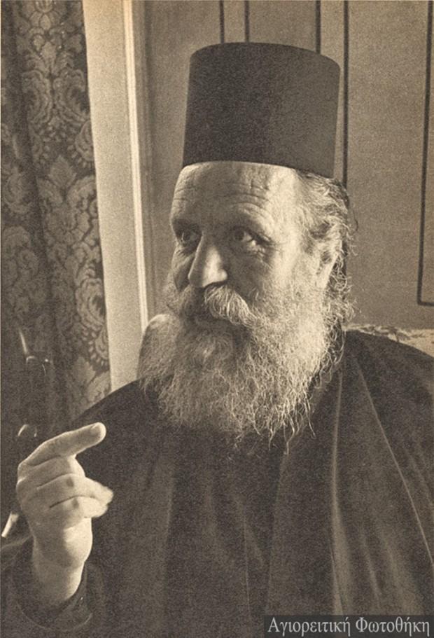 Θεόφιλος προηγούμενος Βατοπαιδινός (Φωτογραφία: Chrysostomus Dahm, 1957) Πηγή: Αγιορειτική Προσωπογραφία athosprosopography.blogspot.gr