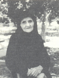 """Η γιαγιά Λαμπρινή από την Άρτα, μια αυθεντική """"αγία της διπλανής πόρτας"""". Παντρεμένη και μάνα, & συνάμα πνευματική μητέρα δεκάδων ανθρώπων"""