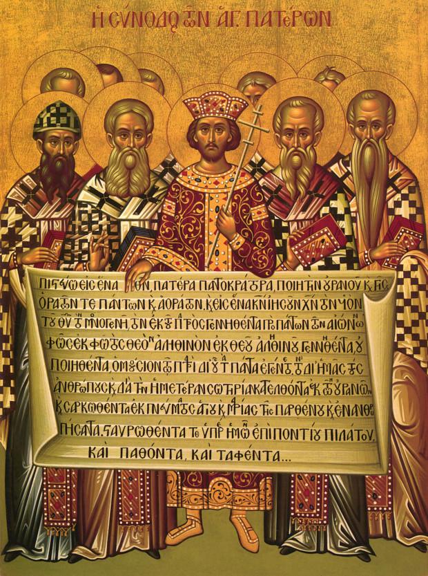Ο Μέγας Κωνσταντίνος βρίσκεται στο κέντρο περιτριγυρισμένος από Εκκλησιαστικούς Πατέρες της Α' Οικουμενικής Συνόδου. Ο ρόλος περιέχει το πρώτο μισό του συμβόλου Πίστεως Νίκαιας - Κωνσταντινούπολης.-Φωτο: saint.gr