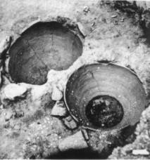 Το πιθάρι με τα λείψανα της αγίας Ειρήνης (από εδώ)