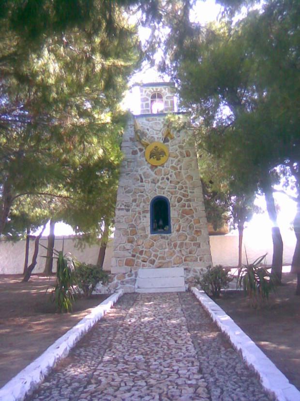 Μνημείο στο Κώστο Πάρου προς τιμή του Αγίου Αθανασίου του Πάριου