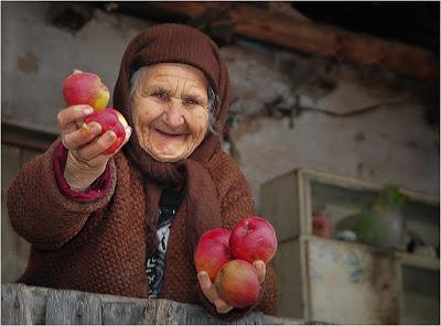 Όσο πιο λίγη περιουσία έχει κανείς, τόσο ευτυχέστερος είναι.