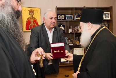 Δήμαρχος Κατερίνης Σάββας Χιονίδης- «Σας θεωρούμε δικούς μας ανθρώπους - Για πρώτη φορά δίδουμε το κλειδί της πόλης»01