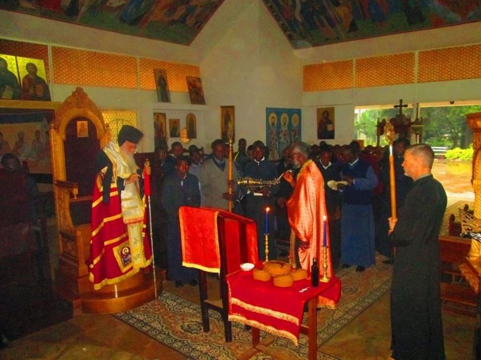 Κατανύκτικος εσπερινός και αρτοκλασία στον ιερό ναό του Αγίου Μακαρίου της Πατριαρχικής Σχολής στο Ναϊρόμπι04