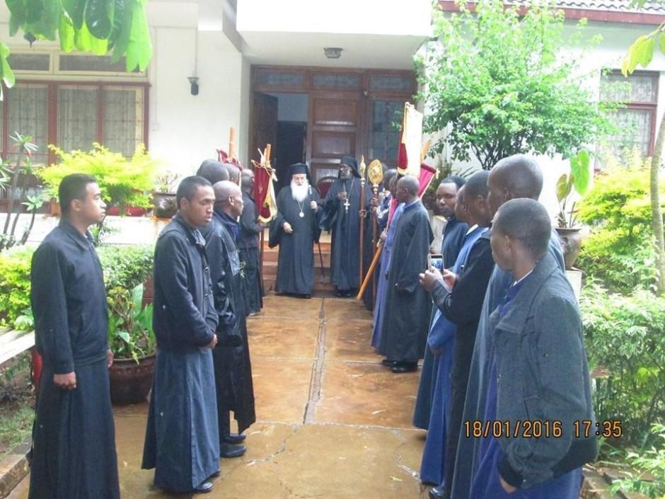 Κατανύκτικος εσπερινός και αρτοκλασία στον ιερό ναό του Αγίου Μακαρίου της Πατριαρχικής Σχολής στο Ναϊρόμπι09