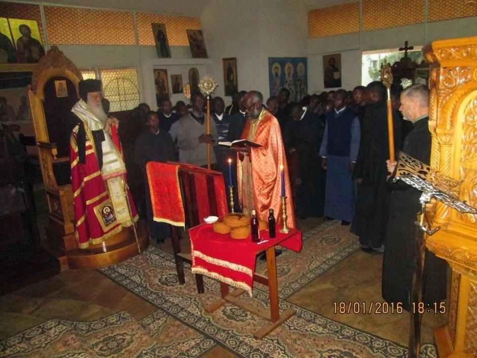 Κατανύκτικος εσπερινός και αρτοκλασία στον ιερό ναό του Αγίου Μακαρίου της Πατριαρχικής Σχολής στο Ναϊρόμπι11