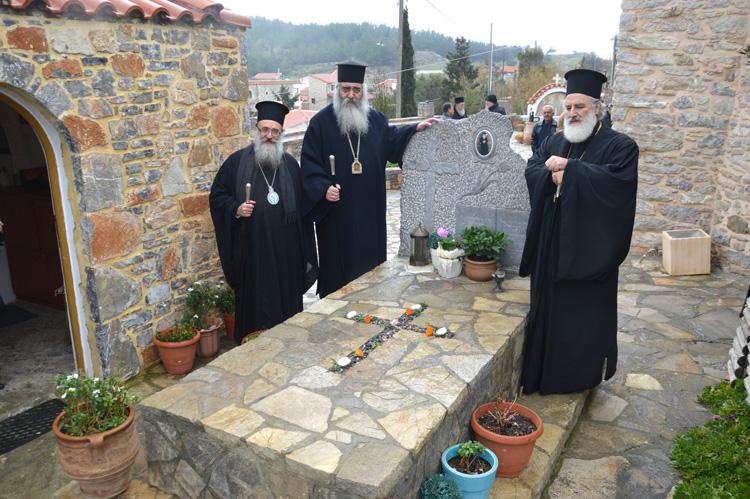 Τρισάγιο στον τάφο του Γέροντος Ευμενίου και το δώρο του οσίου Νικηφόρου του Λεπρού.JPG07